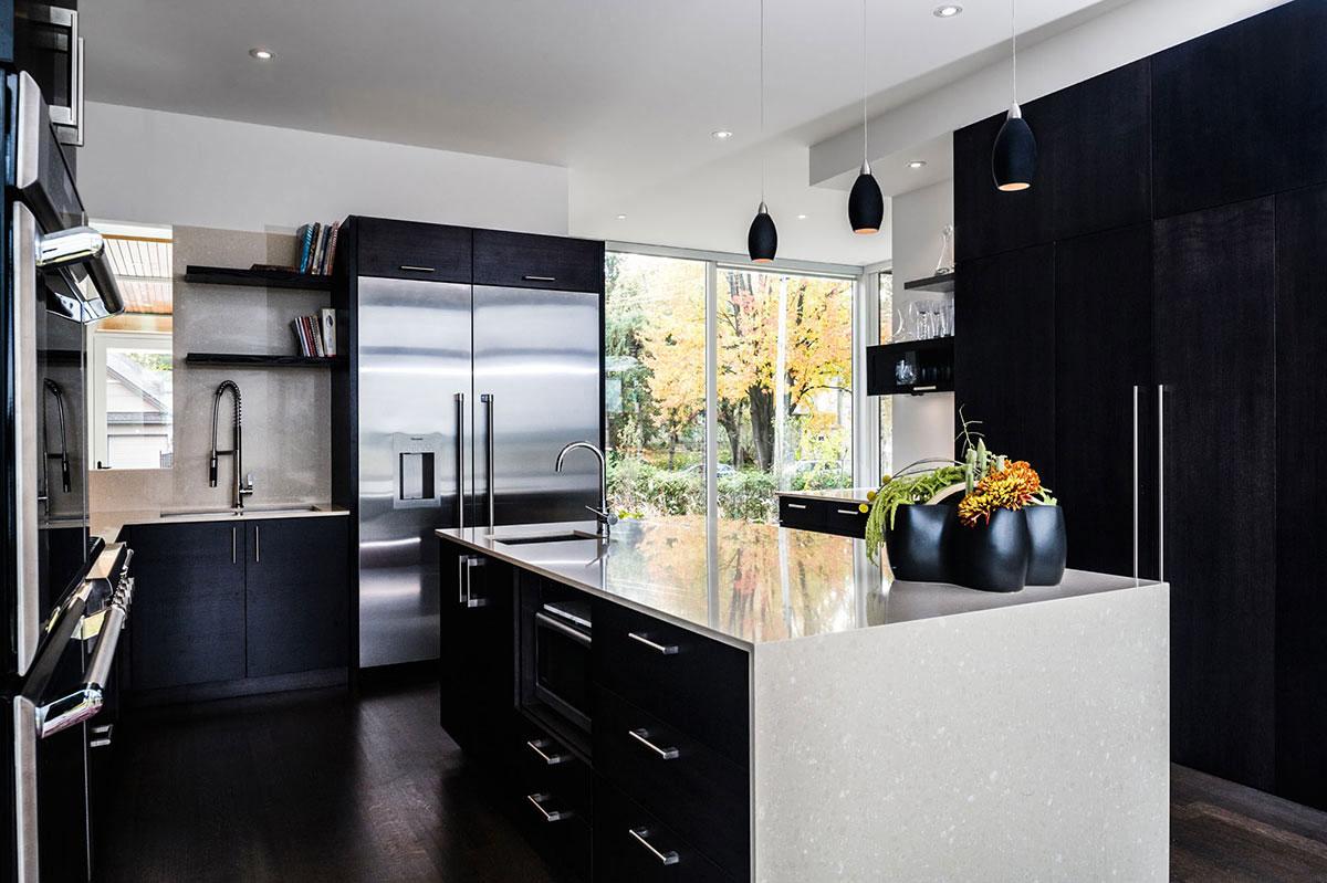 Интерьер черно белой кухни фото